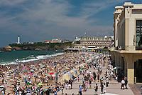 Europe/France/Aquitaine/64/Pyrénées-Atlantiques/Pays-Basque/Biarritz: Casino Art-Déco, Grande Plage et le Phare à la Pointe Saint-Martin