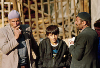 - men at the market in Erzurum (south-oriental Turkey, Turkish Kurdistan) ....- uomini al mercato ad Erzurum (Turchia sud-orientale, Kurdistan turco)