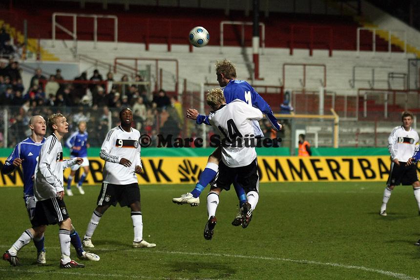 Patrick Funk (Stuttgart) gegen Wilhelm Ingves (IFK Mariehamn, FIN)<br /> Deutschland vs. Finnland, U19-Junioren<br /> *** Local Caption *** Foto ist honorarpflichtig! zzgl. gesetzl. MwSt. Auf Anfrage in hoeherer Qualitaet/Aufloesung. Belegexemplar an: Marc Schueler, Am Ziegelfalltor 4, 64625 Bensheim, Tel. +49 (0) 151 11 65 49 88, www.gameday-mediaservices.de. Email: marc.schueler@gameday-mediaservices.de, Bankverbindung: Volksbank Bergstrasse, Kto.: 151297, BLZ: 50960101