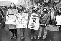 - Milano 1976, manifestazione femminista per il diritto all'aborto<br />