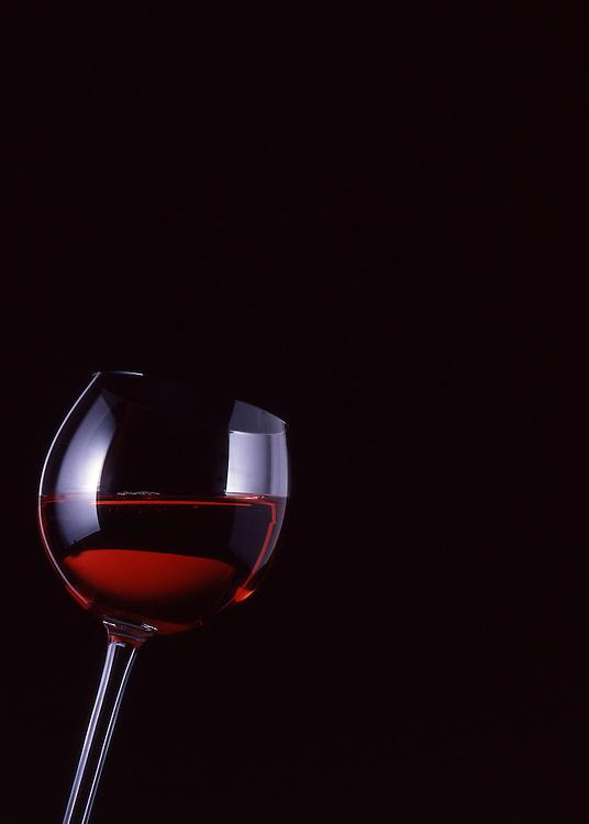 Wein, Rotwein, Glas, Food, Getraenke, Alkoholisch, Nahrung, Nahrungsmittel, Ernaehrung, Essen und Trinken, Lebensmittel<br /> [Fuer die Nutzung gelten die jeweils gueltigen Allgemeinen Liefer-und Geschaeftsbedingungen. Nutzung nur gegen Verwendungsmeldung und Nachweis. Download der AGB unter http://www.image-box.com oder werden auf Anfrage zugesendet. Freigabe ist vorher erforderlich. Jede Nutzung des Fotos ist honorarpflichtig gemaess derzeit gueltiger MFM Liste - Kontakt, Uwe Schmid-Fotografie, Duisburg, Tel. (+49).2065.677997, fotofinder@image-box.com, www.image-box.com]