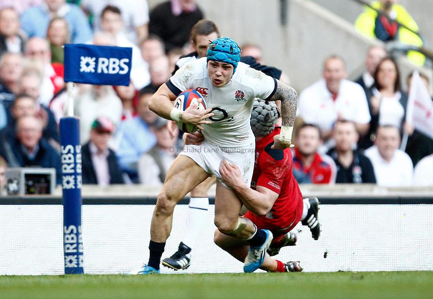 Photo: Richard Lane/Richard Lane Photography. England v Wales. RBS Six Nations. 09/03/2014. England's Jack Nowell attacks.