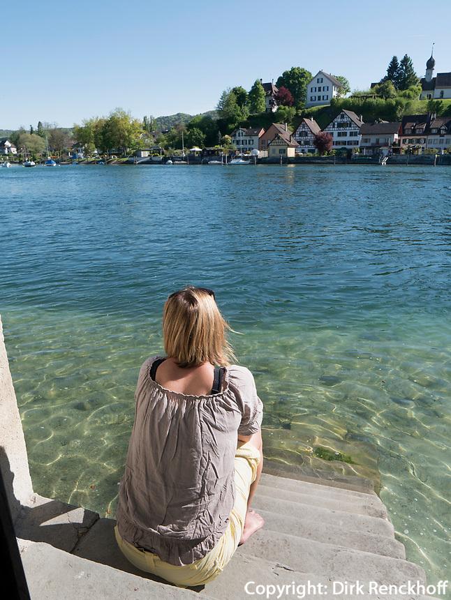 Junge Frau am Rheinsee in Stein am Rhein, Kanton Schaffhausen, Schweiz<br /> young woman at Rhinelake (Rheinsee) in Stein am Rhein, Canton Schaffhausen, Switzerland