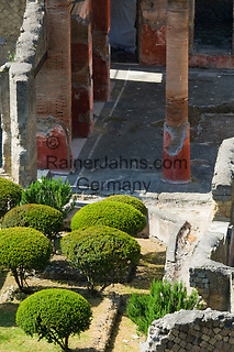 ITA, Italien, Kampanien, Ercolano, Herculaneum: am 24. August 79 n. Chr. versunkene Stadt am Vulkan Vesuv - Haus des Telephos-Relief | ITA, Italy, Campania, Ercolano, Herculaneum: at 24th August, 79 AD, immersed city by eruption of vulcano Vesuvius - House of Relief of Telephus
