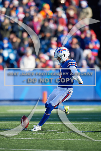 Buffalo Bills Stephen Hauschka kicks off after a touchdown during an NFL football game against the New York Jets, Sunday, December 9, 2018, in Orchard Park, N.Y.  (Mike Janes Photography)