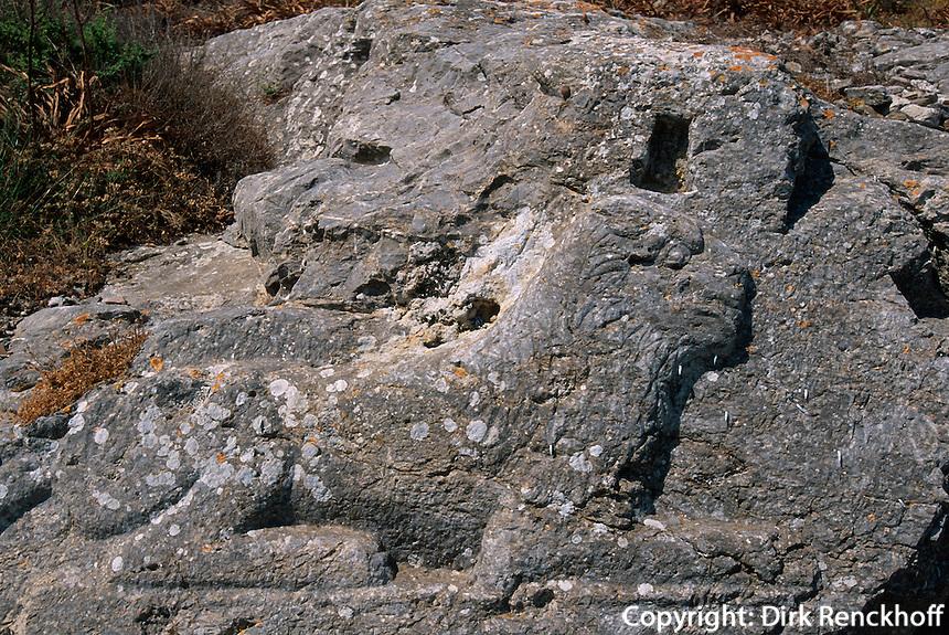 Griechenland, Insel Santorin (Santorini), dorische Siedlung Alt Thera. Temenos des Artemidoros (4.Jh. v.Chr.), Relief Löwe der Apollon symbolisiert
