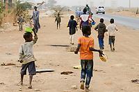 SENEGAL, Thies, Talibé boys, children belong to a quranic school daara beg on the streets for their islamic teacher / junge Koranschueler einer Koranschule betteln fuer ihren Marabout, islamischen Lehrer