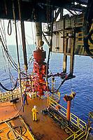 Plataforma de petroleo em Campos, Rio de Janeiro. 2002. Foto de Ricardo Azoury.