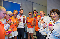 Februari 08, 2015, Apeldoorn, Omnisport, Fed Cup, Netherlands-Slovakia, The winning Dutch team celebrate with champagne,.tlr: Michaella Krajicek,  Captain Paul Haarhuis,  Arantxa Rus, Kiki Bertens and Richel Hogenkamp<br /> <br /> Photo: Tennisimages/Henk Koster