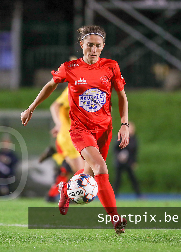 Woluwe's Stephanie Suenens (17) with the ball during a female soccer game between FC Femina WS Woluwe and Standard Femina de Liege on the fourth match day of the 2020 - 2021 season of Belgian Womens Super League , Friday 8th of October 2020  in Liege , Belgium . PHOTO SPORTPIX.BE | SPP | SEVIL OKTEM