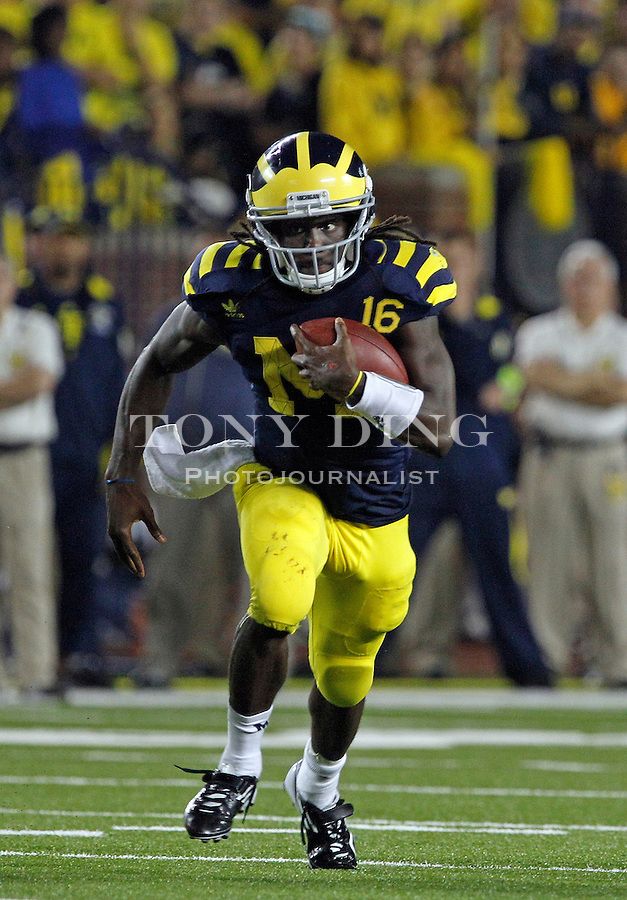 Michigan quarterback Denard Robinson (16) breaks away from coverage rushing in the fourth quarter of an NCAA college football game, Saturday, Sept. 10, 2011, in Ann Arbor. Michigan won 35-31. (AP Photo/Tony Ding)