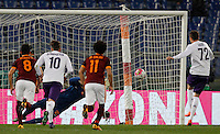 Calcio, Serie A: Roma vs Fiorentina. Roma, stadio Olimpico, 4 marzo 2016.<br /> Fiorentina's Josip Ilicic, right, scores on a penalty kick during the Italian Serie A football match between Roma and Fiorentina at Rome's Olympic stadium, 4 March 2016.<br /> UPDATE IMAGES PRESS/Riccardo De Luca