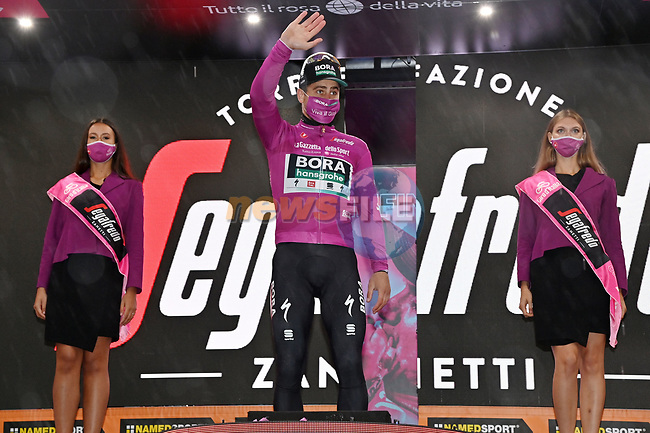 Peter Sagan (SVK) Bora-Hansgrohe retains the sprints Maglia Ciclamino at the end of Stage 5 of the 103rd edition of the Giro d'Italia 2020 running 225km from Mileto to Camigliatello Silano, Sicily, Italy. 7th October 2020.  <br /> Picture: LaPresse/Gian Mattia D'Alberto | Cyclefile<br /> <br /> All photos usage must carry mandatory copyright credit (© Cyclefile | LaPresse/Gian Mattia D'Alberto)