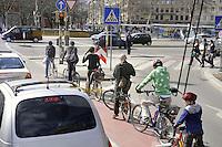 - Germany, Munich, bicycle riders....- Germania, Monaco di Baviera, ciclisti
