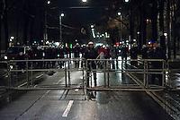 Bis zu 10.000 Menschen protestierten am Freitag den 30. Januar 2015 in Wien gegen den Akademikerball der rechten FPOe, der zum dritten Mal in der Wiener Hofburg stattfand. Bei den Protesten kam es zu kleineren Rangeleien zwischen Polizei und Ballgegnern, bei denen vereinzelt auch Feuerwerkskoerper und Gegenstaende geworfen wurden. Die Polizei nahm lt. eigenen Angaben 35 Personen fest.<br /> 30.1.2015, Wien<br /> Copyright: Christian-Ditsch.de<br /> [Inhaltsveraendernde Manipulation des Fotos nur nach ausdruecklicher Genehmigung des Fotografen. Vereinbarungen ueber Abtretung von Persoenlichkeitsrechten/Model Release der abgebildeten Person/Personen liegen nicht vor. NO MODEL RELEASE! Nur fuer Redaktionelle Zwecke. Don't publish without copyright Christian-Ditsch.de, Veroeffentlichung nur mit Fotografennennung, sowie gegen Honorar, MwSt. und Beleg. Konto: I N G - D i B a, IBAN DE58500105175400192269, BIC INGDDEFFXXX, Kontakt: post@christian-ditsch.de<br /> Bei der Bearbeitung der Dateiinformationen darf die Urheberkennzeichnung in den EXIF- und  IPTC-Daten nicht entfernt werden, diese sind in digitalen Medien nach §95c UrhG rechtlich geschuetzt. Der Urhebervermerk wird gemaess §13 UrhG verlangt.]
