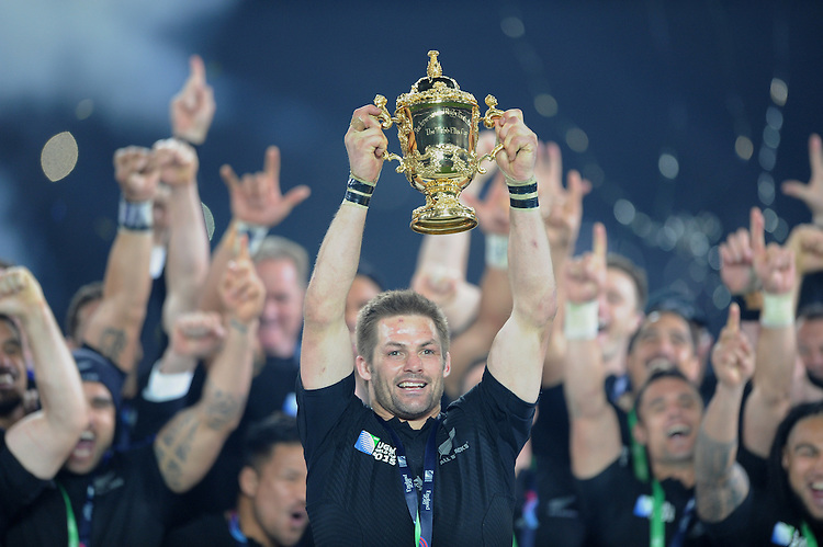 Richie McCaw of New Zealand lifts the Webb Ellis trophy after winning the Rugby World Cup Final between New Zealand and Australia - 31/10/2015 - Twickenham Stadium, London<br /> Mandatory Credit: Rob Munro/Stewart Communications