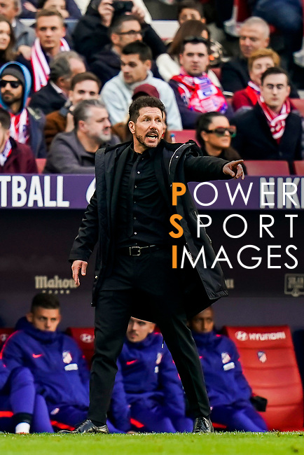 Head coach Diego Simeone of Atletico de Madrid gestures during the La Liga 2018-19 match between Atletico de Madrid and Deportivo Alaves at Wanda Metropolitano on December 08 2018 in Madrid, Spain. Photo by Diego Souto / Power Sport Images