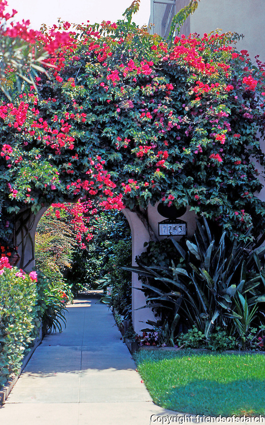 Irving Gill: George Kautz House, 1913. Entrance. (Photo 2000)