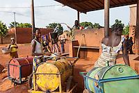 BURKINA FASO Banfora , women and children fetch drinking water from water selling station / BURKINA FASO Banfora, Frauen und Kinder holen Wasser von einer Verkaufsstelle