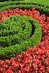 Germany, Upper Bavaria, near Ettal: close-up in Palace Garden at Linderhof Palace built 1869-1886 by King Ludwig II of Bavaria | Deutschland, Bayern, Oberbayern, bei Ettal: Detailaufnahme im Schlossgarten Schloss Linderhof, (die Koenigliche Villa) erbaut von 1869 bis 1886, Lieblingsschloss des Maerchenkoenigs Ludwig II. von Bayern
