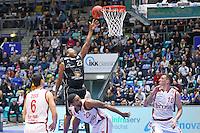 Korbleger Quantez Robertson (Fraport Skyliners) gegen Jerel McNeal (Brose Baskets Bamberg) - 12.02.2017: Fraport Skyliners vs. Brose Baskets Bamberg, Fraport Arena Frankfurt