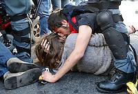 20140412 ROMA-CRONACA: SCONTRI TRA FORZE DELL'ORDINE E MANIFESTANTI PER IL DIRITTO ALLA CASA