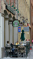 Toronto (ON) CANADA, May 24, 2007....Customer enjoy their drinks outside a Starbuck coffe shop, on Front street east in Toronto.....Photo by Pierre Roussel - Images Distribution