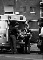 Pompiers et ambulanciier au travail - archives 1983<br /> <br /> PHOTO : Pierre Roussel - Agence Quebec Presse