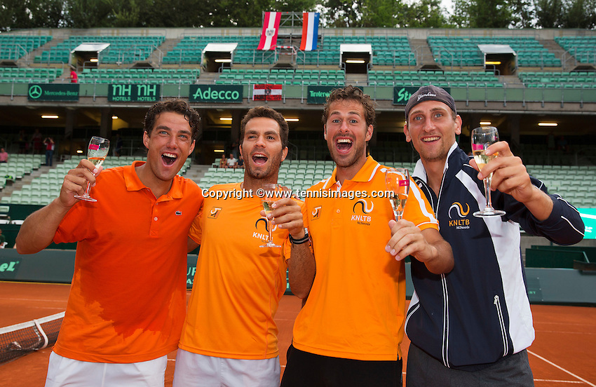 Austria, Kitzbühel, Juli 19, 2015, Tennis,  Davis Cup, The Dutch team celebrates, ltr: Jesse Huta Galung, Jean-Julien Rojer, Robin Haase and Thiemo de Bakker<br /> Photo: Tennisimages/Henk Koster