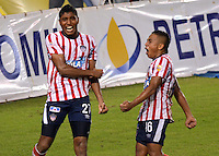 BARRANQUILLA -COLOMBIA-21-11-2013. Luis Carlos Ruiz  (Izq) y Vladimir Hernandez del Atletico Junior celebran su gol   contra el  Independiente Santa Fe durante partido de los cuadrangulares finales de la Liga Postob—n 2013 realizado en el estadio Metropolitano  ./ Luis Carlos Ruiz (L) and Vladimir Hernandez Atletico Junior celebrate their goal against Independiente Santa Fe during the party runs late PostobOn League 2013 held at the Metropolitan Stadium.  Photo:VizzorImage / Alfonso Cervantes / Stringer