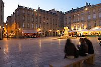 Place du Parlement girls on a bench bordeaux france