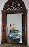 Afrique/Afrique de l'Est/Tanzanie/Zanzibar/Ile Unguja/Stone Town: la Maison ou le Palais des Merveilles, Musée de l'Ile, ancienne voiture de l'époque coloniale