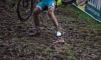 Mik Esser (LUX) going through some shoe problems.<br /> <br /> men's junior Race<br /> UCI CX Worlds 2018<br /> Valkenburg - The Netherlands
