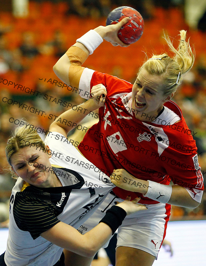 SERBIA, Novi Sad: Denmark's Susan Torp Thorsgaard (R) vies with Germany's Natalie Augsburg (L) during the Women's Handball World Championship 2013 quarter final match Denmark vs Germany on December 18, 2013 in Novi Sad.  AFP PHOTO / PEDJA MILOSAVLJEVIC