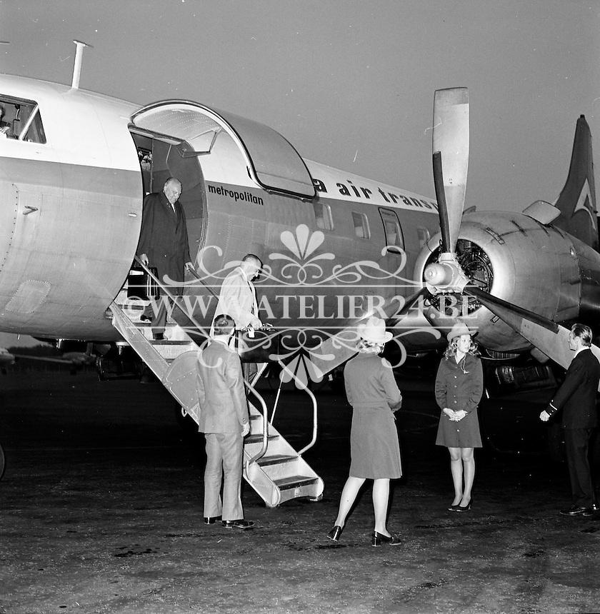 Aankomst van een vliegtuig van Delta Air Transport op de luchthaven van Deurne in 1972.