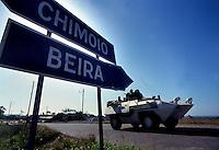 Chimoio / Beira  / Mozambico 1993.Mountain troops of Taurinense brigade patrolling Beira corridor during UN mission in Mozambique.- Alpini della brigata Taurinense durante la missione ONU in Mozambico come forza di pace nel 1993 pattugliano in corridoio di Beira per evitare scontri tra i gruppi armati Renamo e Frelimo dopo 20 anni di guerra civile..Photo Livio Senigalliesi.