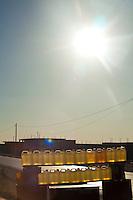 Tunisia Frontiera libica <br /> Vendita benzina Oil sale libyan border Vente d'essence frontiere libyenne