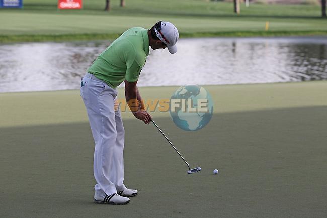 Gareth Maybin (NIR) on the 9th green during Thursday's Round 1 of the 2012 Omega Dubai Desert Classic at Emirates Golf Club Majlis Course, Dubai, United Arab Emirates, 9th February 2012(Photo Eoin Clarke/www.golffile.ie)