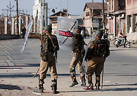 Paramilitary police and  stone throwing youth clash following Friday prayer at the Jamia Masjid.  Srinagar, Kashmir, India. © Fredrik Naumann/Felix Features