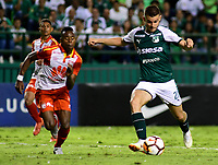 CALI -COLOMBIA ,30-10-2018.Nicolas Benedetti (Der.) jugador del Deportivo Cali  de Colombia disputa el balón con Carlos Arboleda (Izq.) jugador  del Independiente Santa Fe  de Colombia durante partido por los cuartos de final vuelta  de La Copa Conmebol Sudamericana 2018,jugado en el estadio Deportivo Cali  de la ciudad de Palmaseca./Nicolas Benedetti (R) Player of Deportivo Cali of Colombia disputes the ball with Carlos Arboleda (Left) player of Independiente Santa Fe  of Colombia during second game for the quarter finals of the Conmebol Sudamericana Cup  2018, played at the Deportivo Cali  stadium in Palmaseca  city. Photo: VizzorImage/ Nelson Rios  / Contribuidor