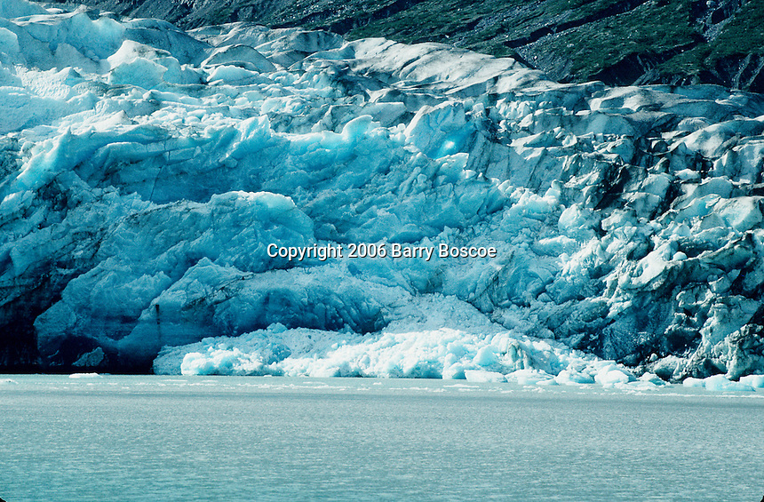 Glacier meeting the ocean,