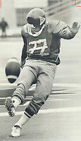 1978<br />  FILE PHOTO - ARCHIVES -<br /> <br /> Alouette player Don Sweet<br /> : The Sweet-est toe in the CFL<br /> <br /> <br /> Bezant, Graham<br /> Picture, 1978, <br /> <br /> 1978<br /> <br /> PHOTO : Graham Bezant - Toronto Star Archives - AQP
