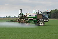 14-5-2021 Spaying fungicide on to Spring cereals in Lincolnshire <br /> ©Tim Scrivener Photographer 07850 303986<br />      ....Covering Agriculture In The UK....