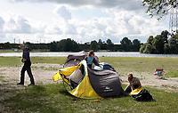 Nederland Almere  2018.  UrbanCampsite. Een weekend kamperen op het Almeerderstrand.  Foto mag niet in negatieve context gepubliceerd worden.    Foto Berlinda van Dam / Hollandse Hoogte
