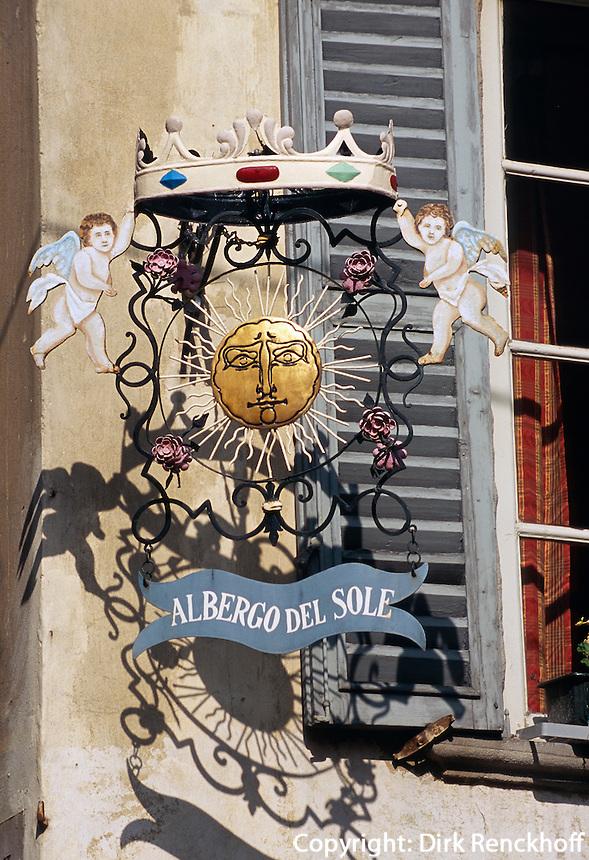 Italien, Lombardei, Restaurantschild in Bergamo