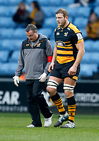 Photo: Richard Lane/Richard Lane Photography. Wasps v Leinster.  European Rugby Champions Cup. 20/01/2019. Wasps' Joe Launchbury leaves the field with Doctor David Ward.