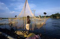 INDIA Bihar, Monsoon flood of Bagmati river, people fish on bamboo construction / INDIEN Bihar, Ueberschwemmung am Bagmati Fluss im Monsun, Menschen fischen von Bambusgeruesten