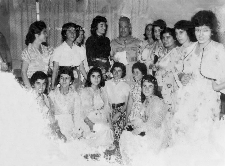 Iraq 1958.Baghdad: group of Kurdish women, far right, Gelawesh, mother of Hero Ibrahim Ahmed, wife of Jalal Talabani.Irak 1958.Bagdad: Groupe de femmes kurdes, a l'extreme droite, Gelawesh, mere de Hero Ibrahim Ahmed, femme de Jalal Talabani