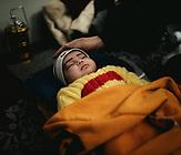 die kleine Tochter (26 Tage alt) von Fatima Rhazmi aus Mazar-el-Sharif, Afghanistan, im Lager geboren, Eltern seit drei Monaten in Moria, erstes Kind;
