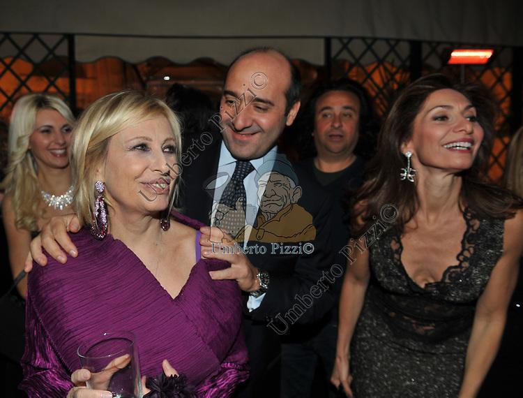 SANDRA CARRARO CON ROCCO ED ESTHER CRIMI<br /> FESTA DEGLI 80 ANNI DI MARTA MARZOTTO<br /> CASA CARRARO ROMA 2011